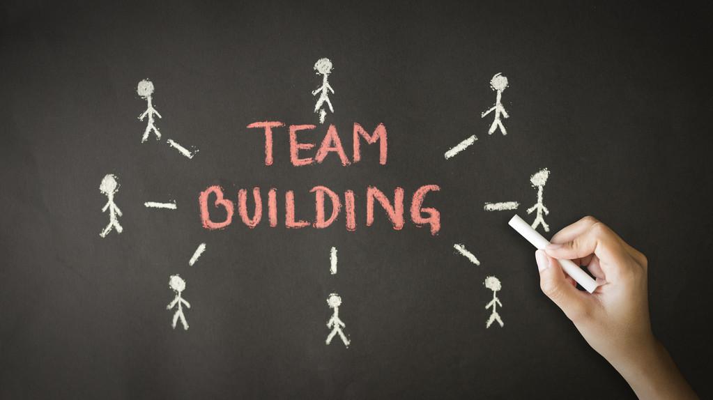 在创业的道路上,到底是树立品牌重要还是稳定团队重要