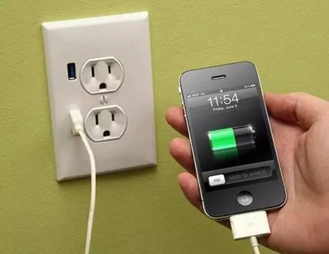 一边充电一边玩手机,对电池有什么影响?
